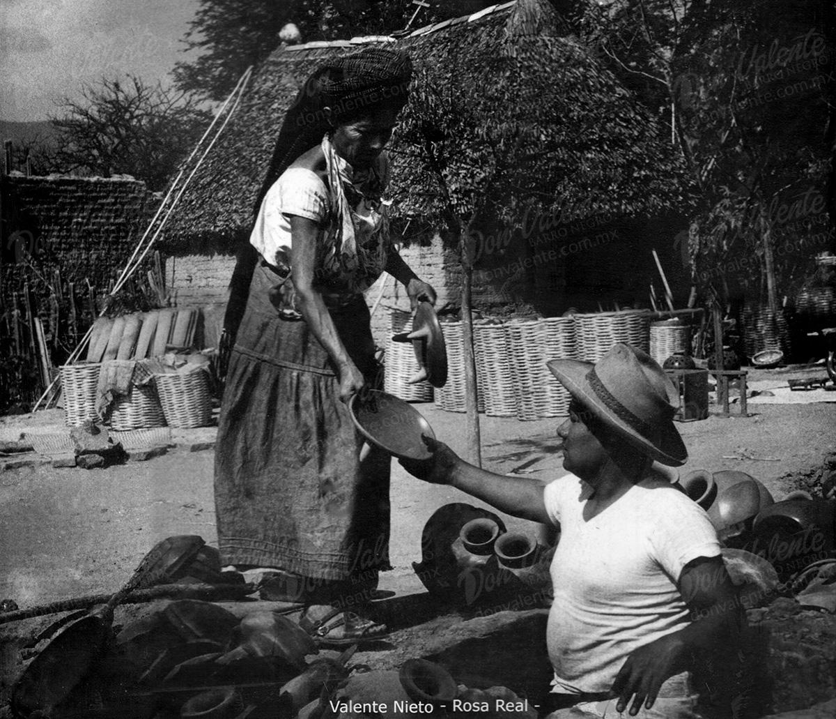 Don Valiente Nieto y su madre Rosa Real