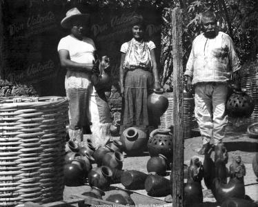 Don Valente Nieto y sus padres Juventino Nieto y Rosa Real